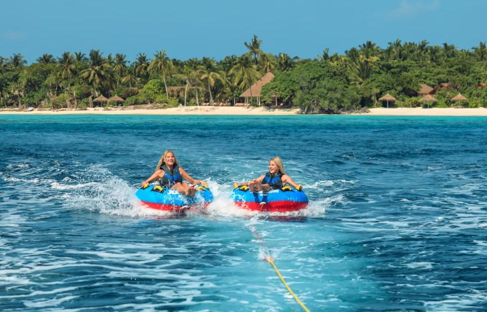 瑞提法鲁岛 Reethi Faru Resort ,马尔代夫风景图片集:沙滩beach与海水water太美,泳池pool与水上活动watersport好玩