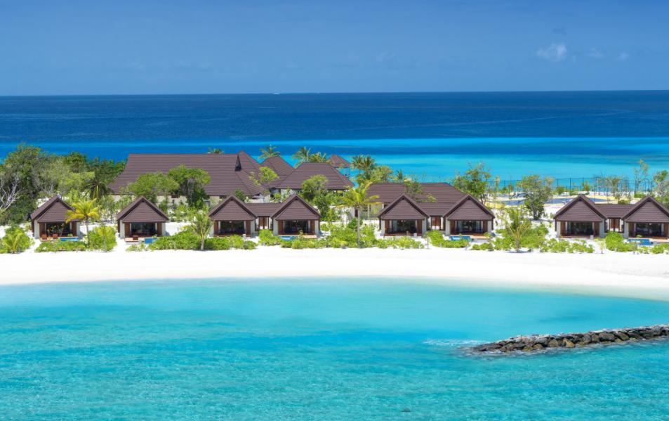 瓦露岛 VARU BY ATMOSPHERE ,马尔代夫风景图片集:沙滩beach与海水water太美,泳池pool与水上活动watersport好玩