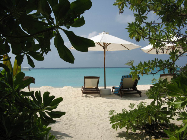 沙滩屋前的躺椅