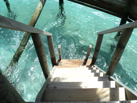 阳台下的楼梯