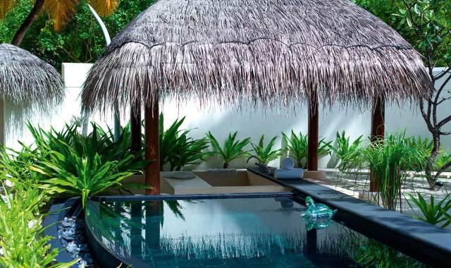 房型内部设施图片参考,如无边泳池与电视及音响, 海滩别墅-Beach Villas maldievs(哈拉薇利岛 Constance Halaveli)