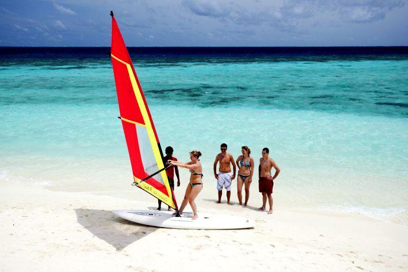 马杜加里 Madoogali ,马尔代夫风景图片集:沙滩beach与海水water太美,泳池pool与水上活动watersport好玩