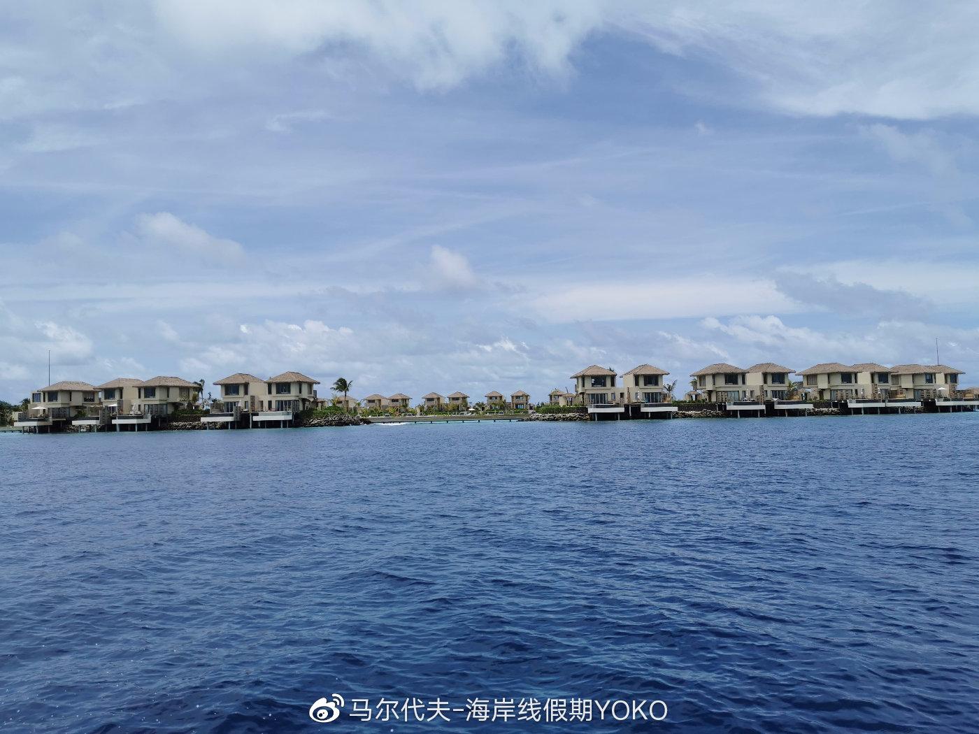 在快船上看到的lagoon pool villa